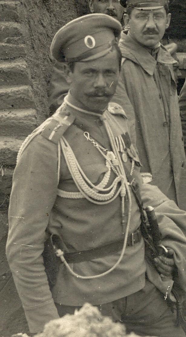 Старший унтер-офицер или вахмистр 2-го полевого жандармского эскадрона (что означает белая полоса не ясно)