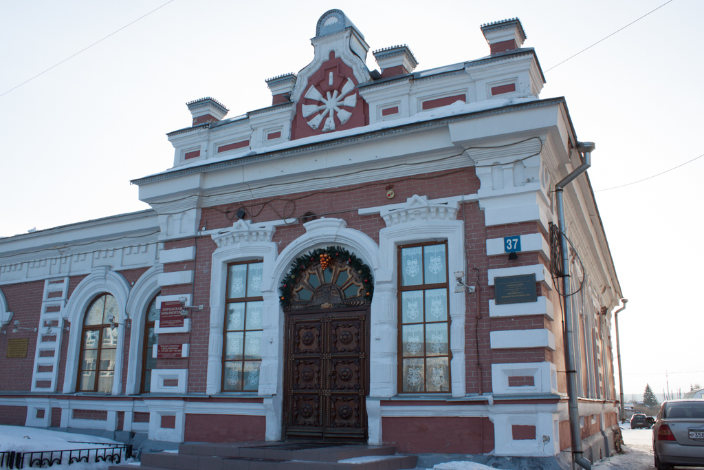 Бывшее казначейство Мариинска, ныне городская библиотека.