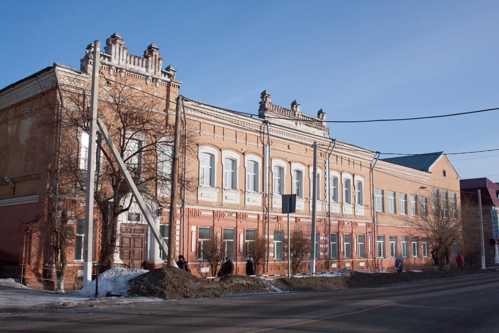 Здание мариинской гимназии теперь.