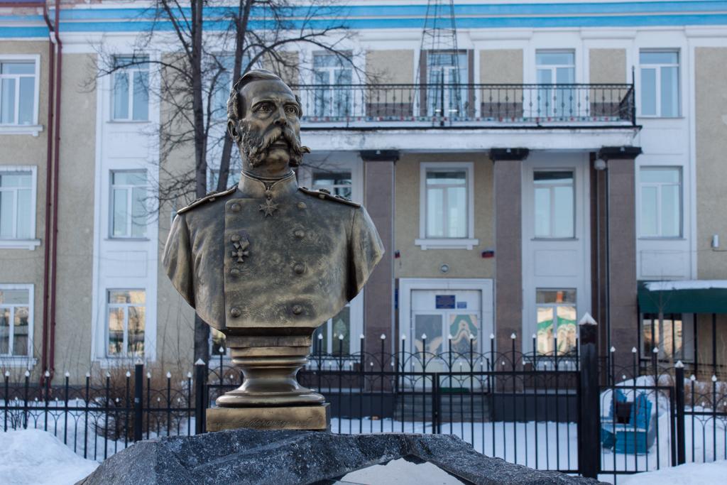 Бюст Александру II в Мариинске (копия).