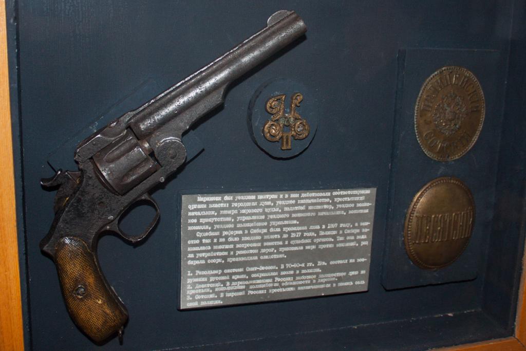 Немногочисленные оружейные экспонаты.