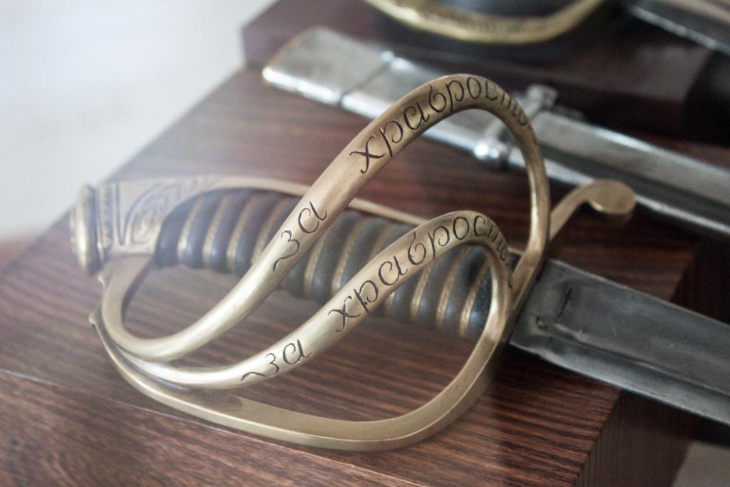 """Эфес легко-кавалерийской сабли с надписью """"За храбрость"""""""