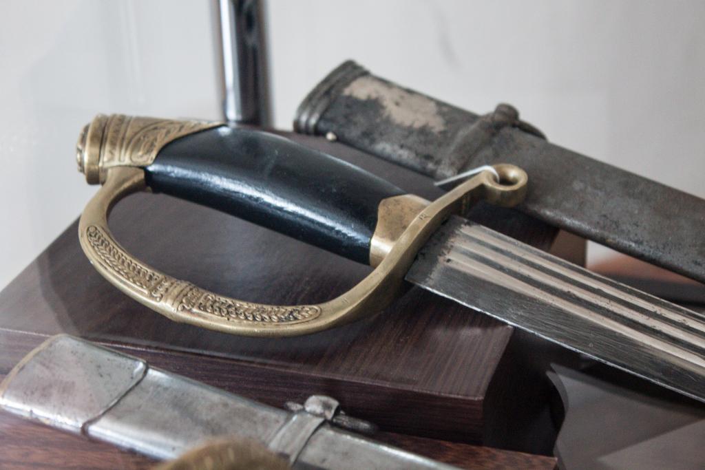 Офицерская шашка драгунского типа обр. 1909 г. с гладкой рукоятью (видимо новодел)